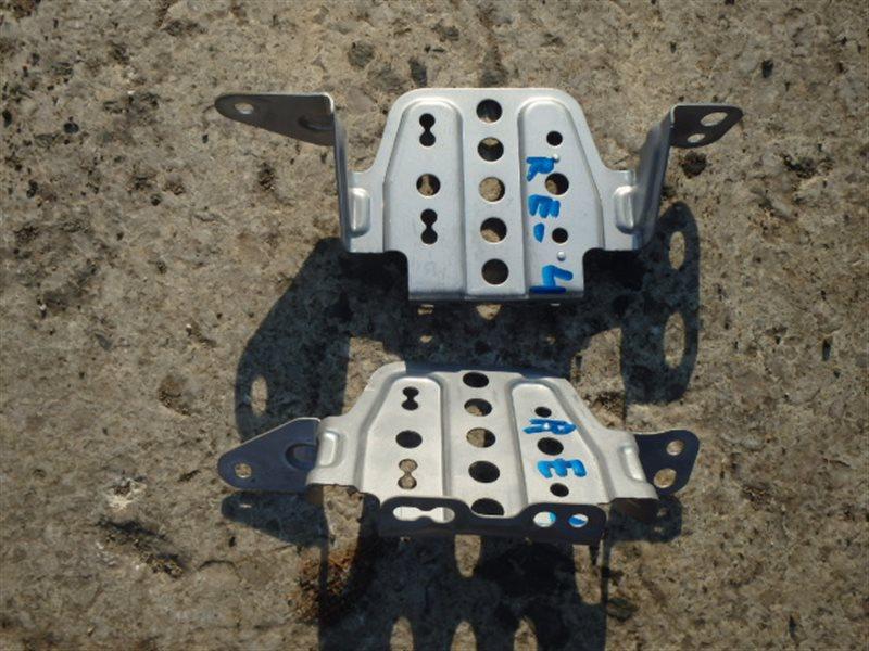 Крепление магнитофона Honda Cr-V RE4 K24A 2006