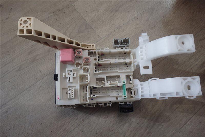 Блок предохранителей Toyota Ist NCP110 1NZ-FE 2007