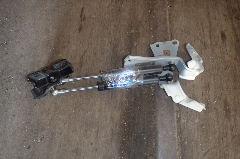 Амортизатор багажника Honda Legend KB1 J35A 2005 задний
