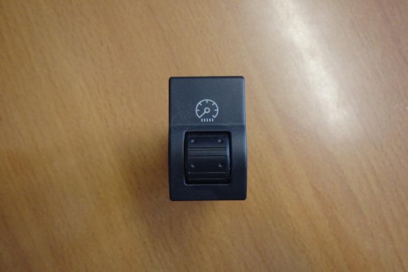 Кнопка Mazda Axela BK5P ZY