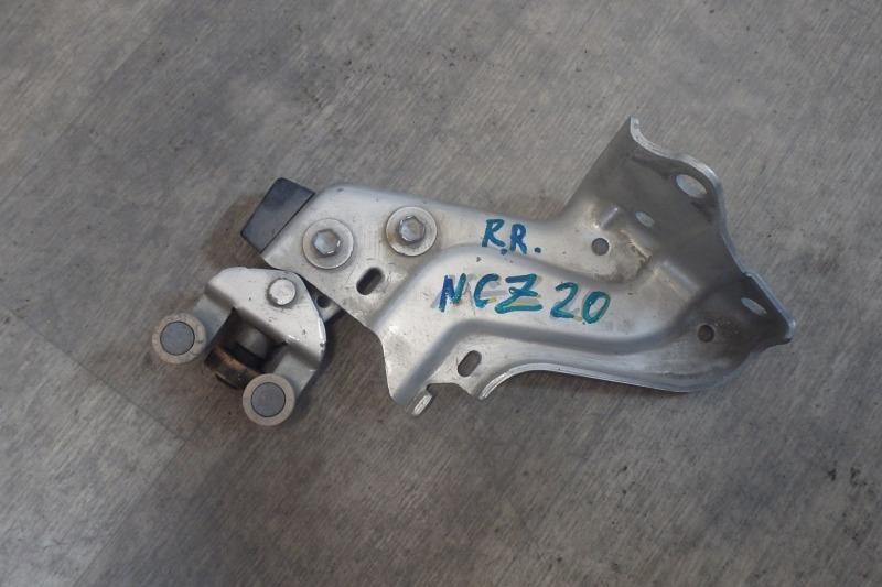 Ролик раздвижной двери Toyota Raum NCZ20 1NZ-FE 2004 задний правый нижний
