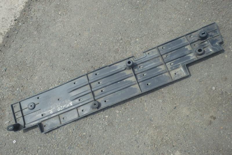 Защита днища кузова Toyota Prius NHW20 1NZ-FXE передняя правая