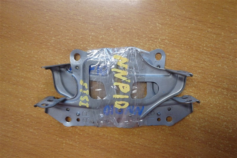 Крепление магнитофона Toyota Porte NNP10 2NZ-FE