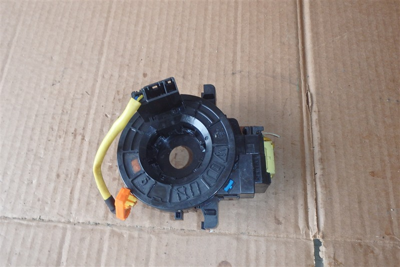Шлейф-лента air bag Toyota Isis ZGM10 2ZR-FAE