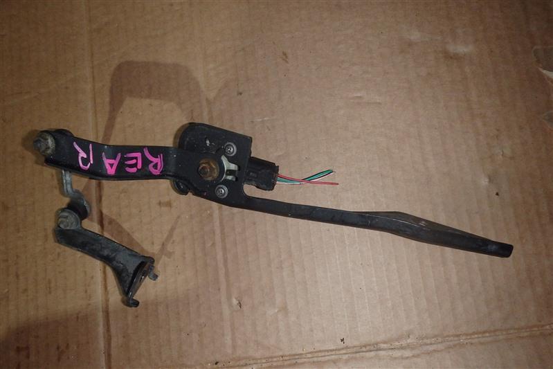 Датчик контроля высоты Toyota Vitz SCP90 2SZ-FE задний