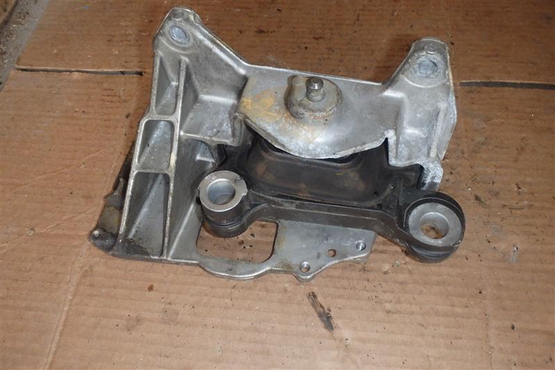 Подушка двигателя Nissan Bluebird Sylphy KG11 MR20DE левая