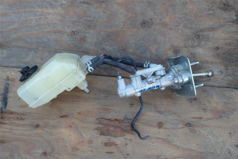 Главный тормозной цилиндр Toyota Prius NHW20 1NZ-FXE 2006