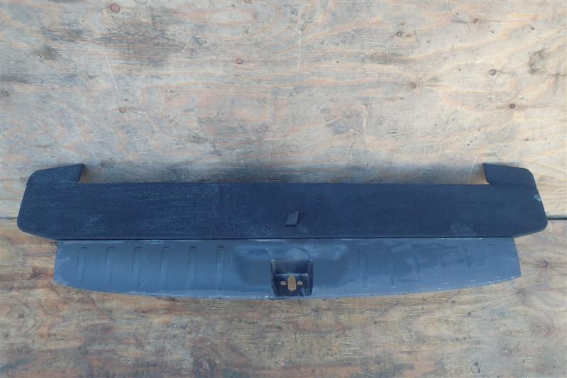 Накладка замка багажника Honda Cross Road RT4 R20A 2007 задняя