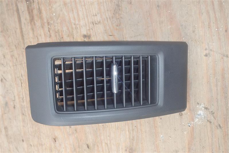 Дефлектор воздуховода Honda Cross Road RT4 R20A 2007 передний левый