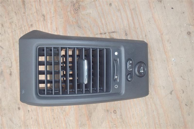 Дефлектор воздуховода Honda Cross Road RT4 R20A 2007 передний правый
