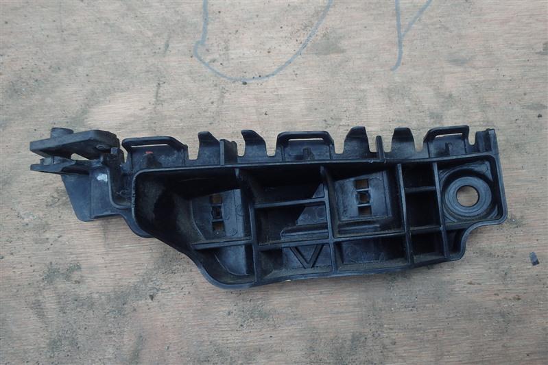 Крепление бампера с крыла Suzuki Splash XB32S K12B переднее правое