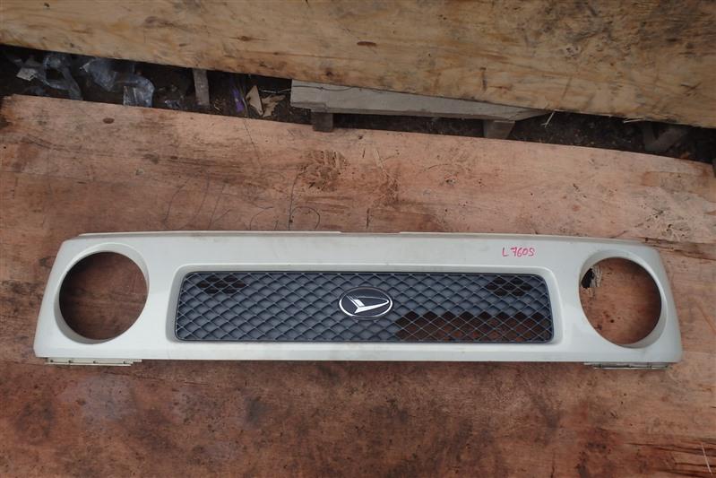 Решетка радиатора Daihatsu Naked L760S EF передняя