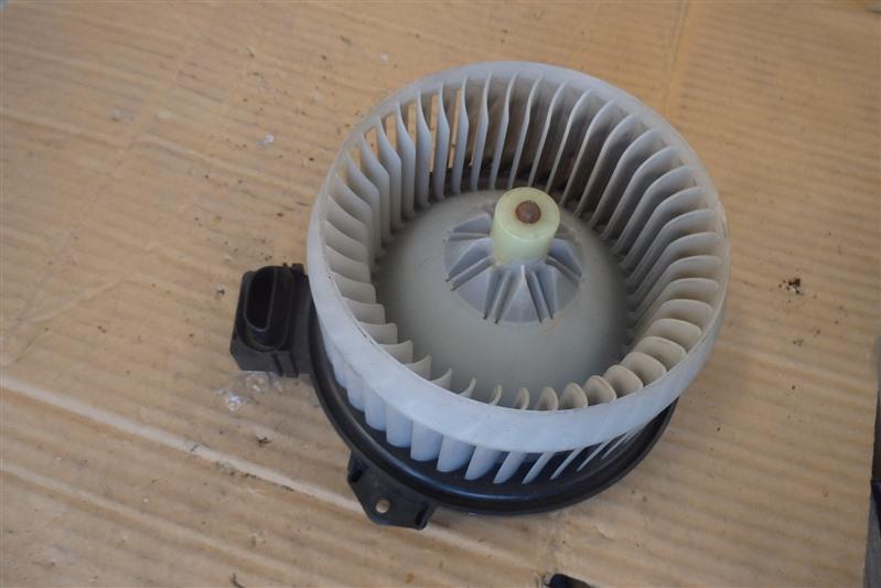Мотор печки Toyota Ractis SCP100 2SZ-FE