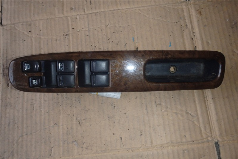 Блок управления стеклоподъемниками Nissan Liberty RM12 QR20DE передний правый