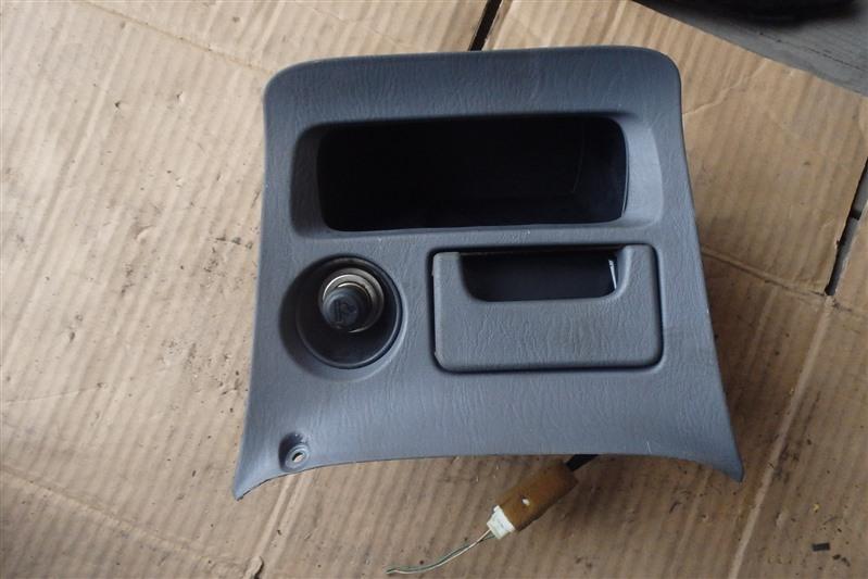 Пепельница Toyota Rav4 ACA20 1AZ-FSE