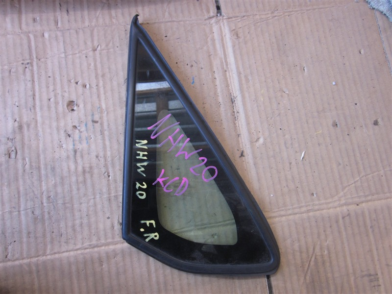 Форточка кузова Toyota Prius NHW20 1NZ-FXE передняя правая