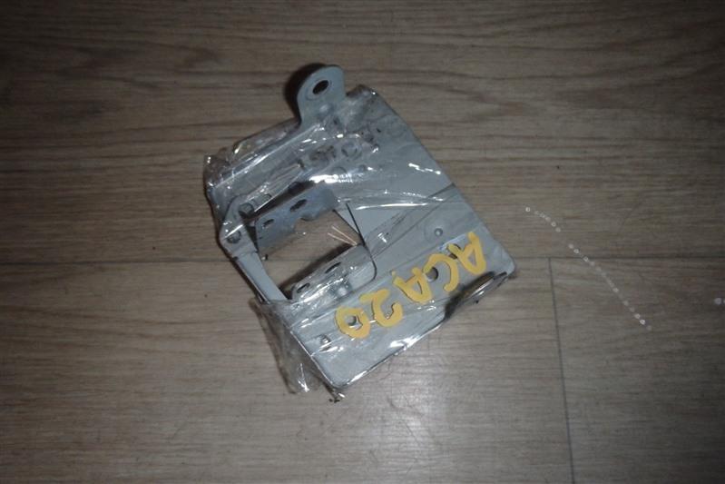 Крепление магнитофона Toyota Rav4 ACA20 1AZ-FSE