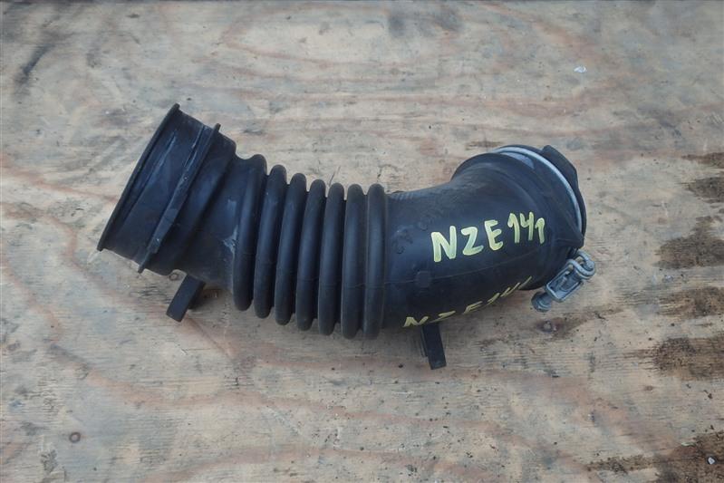 Патрубок воздушн.фильтра Toyota Corolla Axio NZE141 1NZ-FE