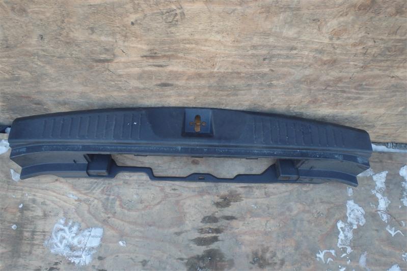Накладка замка багажника Honda Stream RN6 R18A
