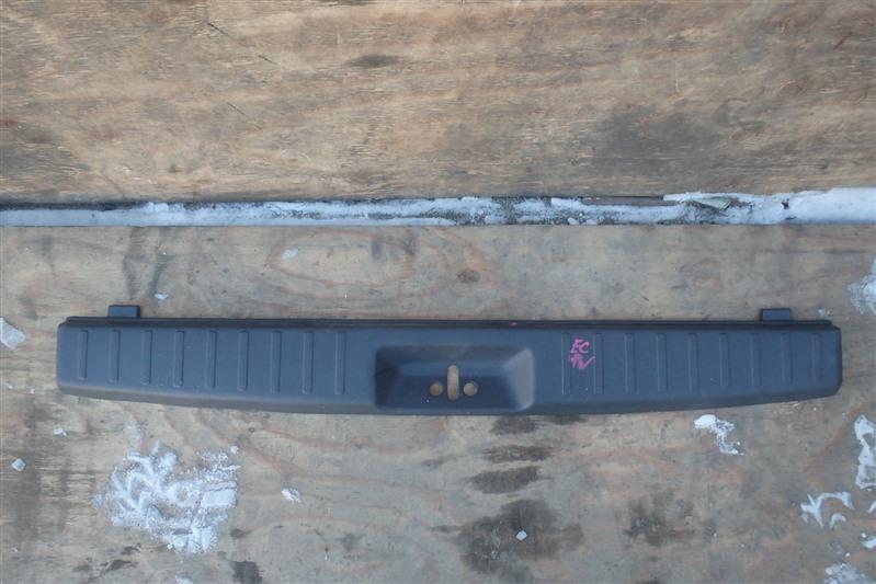Накладка замка багажника Mitsubishi Legnum EC1W 4G93