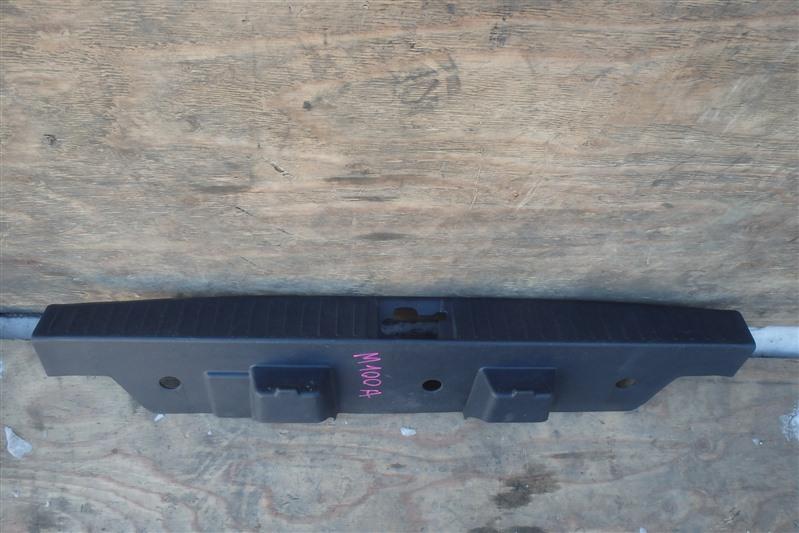 Накладка замка багажника Toyota Duet M100A EJ-VE