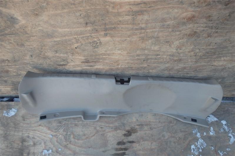 Накладка замка багажника Honda Odyssey RA6 F23A 2001