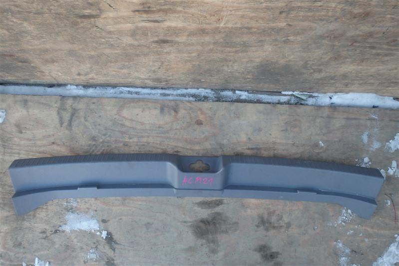 Накладка замка багажника Toyota Ipsum ACM21W 2AZ-FE