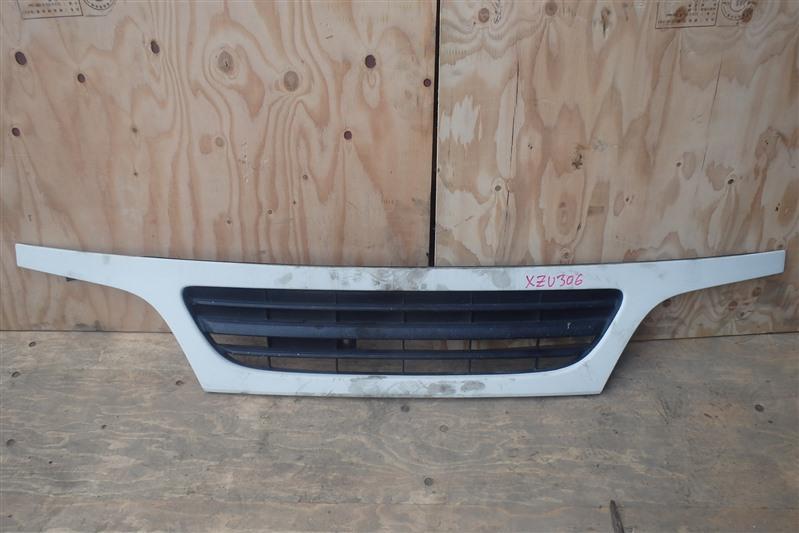 Решетка радиатора Hino Dutro XZU306 S05D 2002