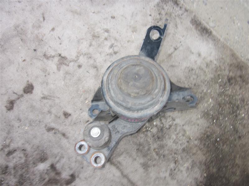 Подушка двигателя Toyota Aqua NHP10 1NZ-FXE 2014 правая