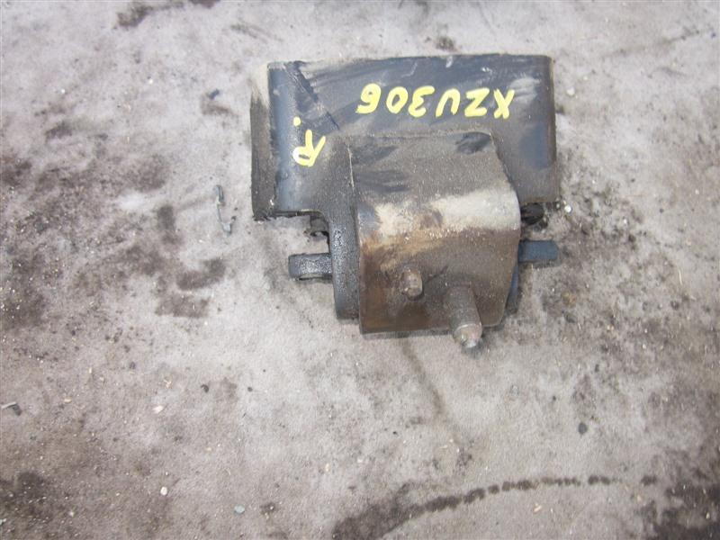 Подушка двигателя Hino Dutro XZU306 S05D-D правая