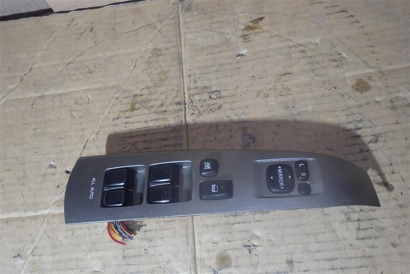 Блок управления стеклоподъемниками Toyota Prius NHW20 1NZ-FXE передний правый