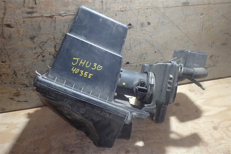 Корпус воздушного фильтра Nissan Bassara JHU30 VQ30DE