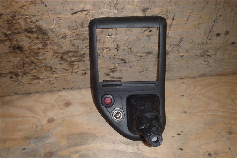 Консоль магнитофона Mitsubishi Canter FE70 4M50T