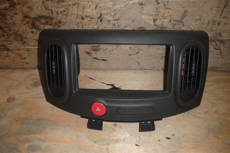 Консоль магнитофона Nissan Cube Z12 HR15DE