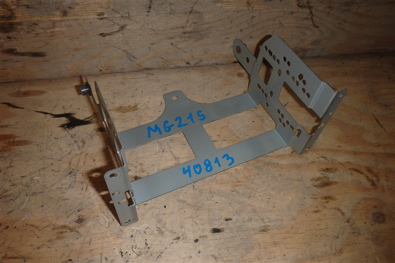 Крепление магнитофона Nissan Moco MG21S K6A