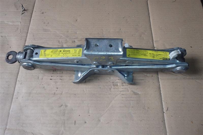 Домкрат Nissan Serena KBC23 SR20DE