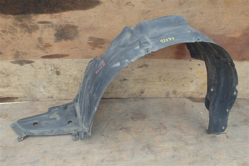 Подкрылок Nissan Liberty RM12 QR20DE передний левый