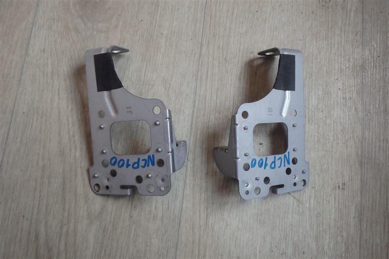 Крепление магнитофона Toyota Ractis NCP100 1NZ-FE
