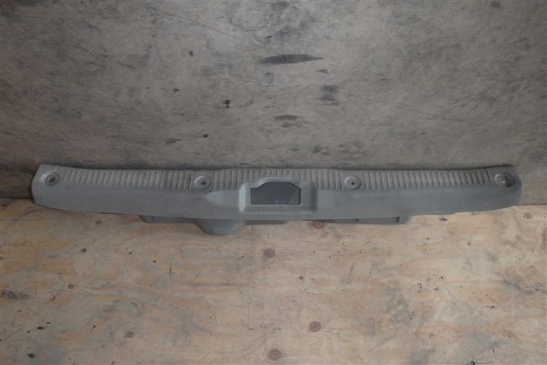 Накладка замка багажника Toyota Passo KGC10 1KR-FE