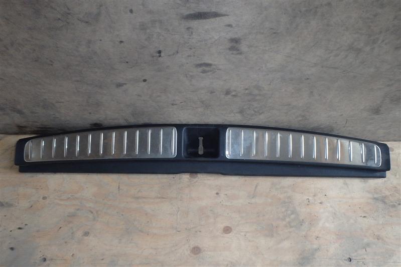 Накладка замка багажника Subaru Legacy BP5 EJ20