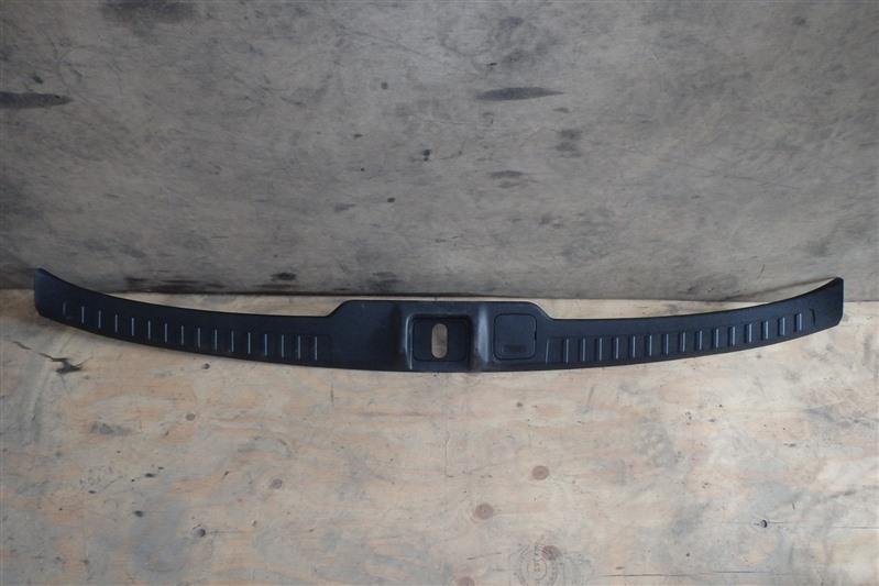 Накладка замка багажника Honda Step Wagon RG1 K20A