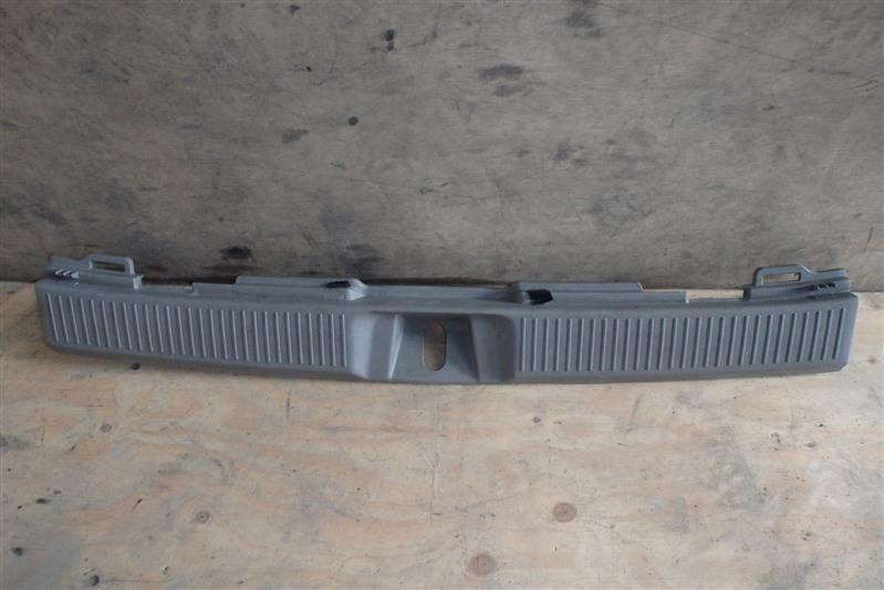 Накладка замка багажника Toyota Voltz ZZE136 1ZZ-FE