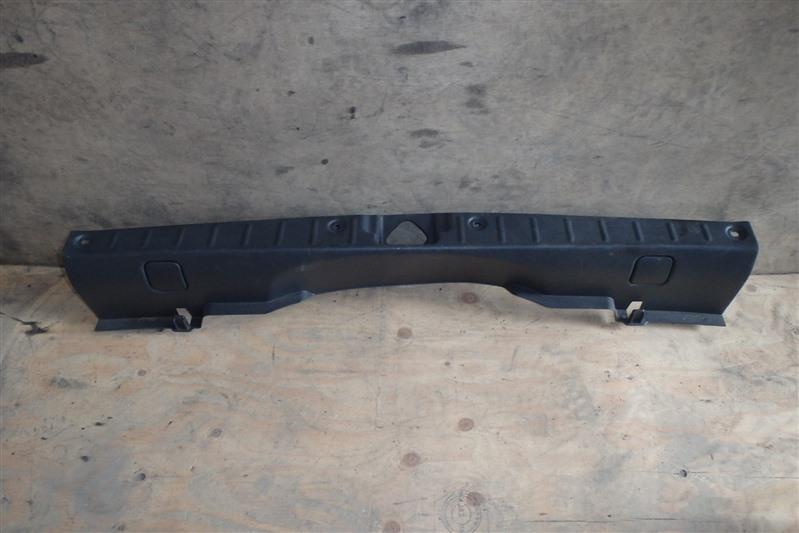 Накладка замка багажника Suzuki Swift HT51S M13A