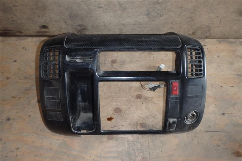 Консоль магнитофона Toyota Dyna XZU306 S05D