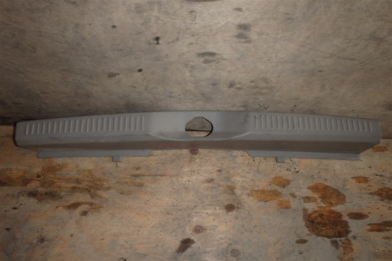 Накладка замка багажника Mitsubishi Ek Active H81W 3G83