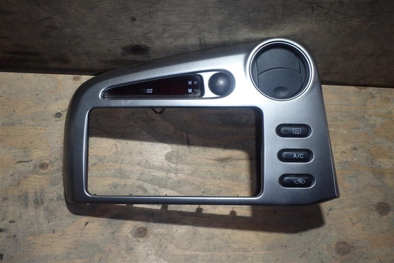 Консоль магнитофона Toyota Voltz ZZE136 1ZZ-FE