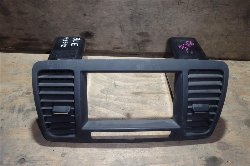 Консоль магнитофона Subaru Legacy BLE EZ30