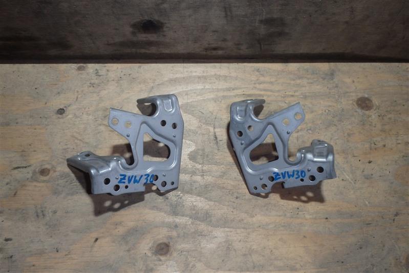 Крепление магнитофона Toyota Prius ZVW30 2ZR-FXE