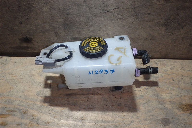 Бачок для тормозной жидкости Mazda Axela BYEFP PE-VPH 2014