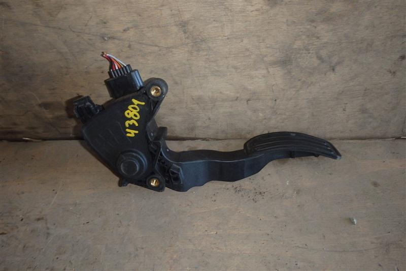 Педаль газа Nissan Serena CC25 MR20DE 2009